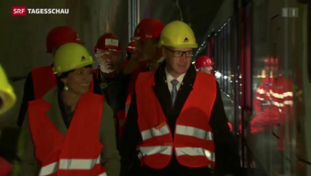 Video «Zugfahrt mit 160 km pro Stunde durch den Gotthard» abspielen
