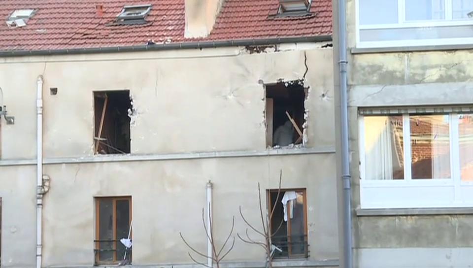 Das Haus der Terrorgruppe nach dem Polizeieinsatz (unkomm.)