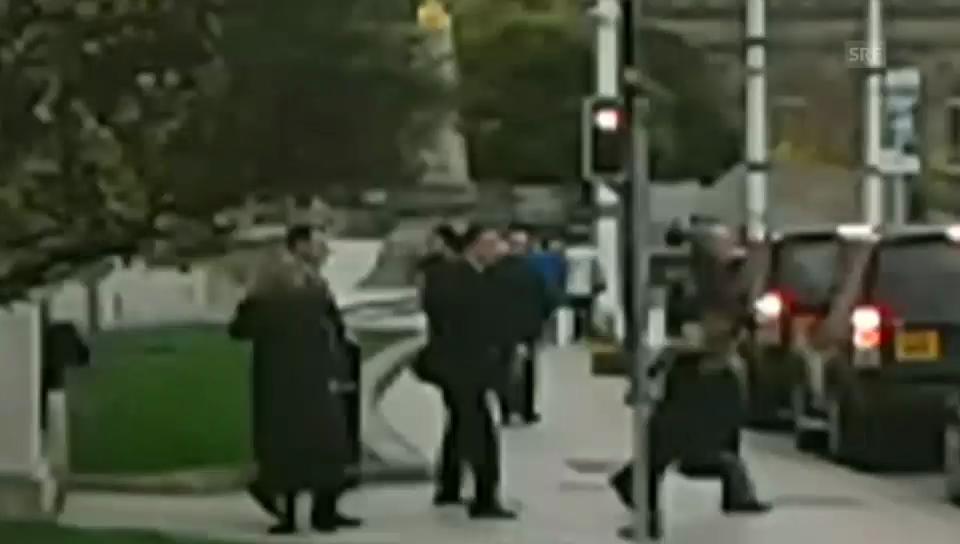 David Cameron von Fremdem angegriffen