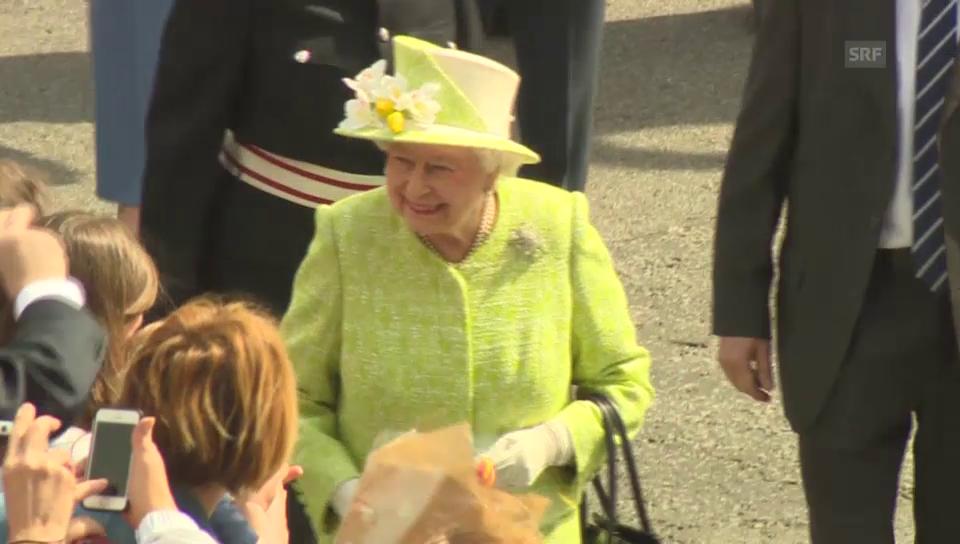 Die Queen geniesst das Bad in der Menge (unkommentiert)