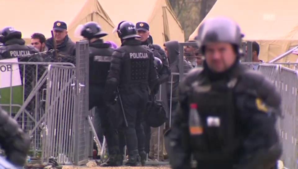 Polizei und Flüchtlinge in Dobrovc