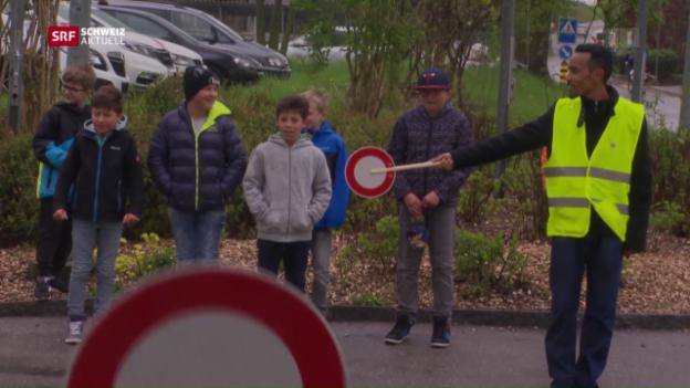 Video «Asylbewerber helfen Gemeinde» abspielen