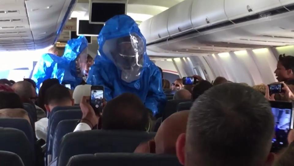 Ebola-Witz im Flugzeug (Quelle: Youtube/Patrick Narvaez)