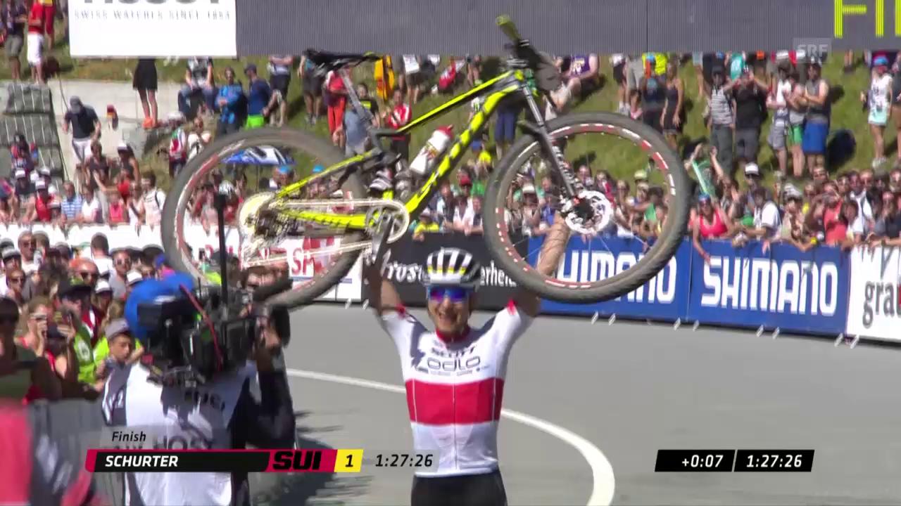 Nino Schurter triumfescha a Lai