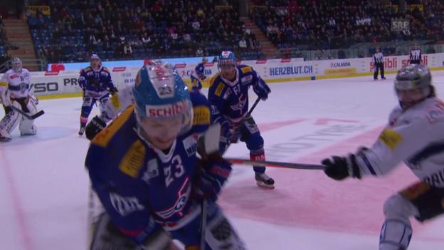 Video «Eishockey: Holdens Foul gegen Santala» abspielen