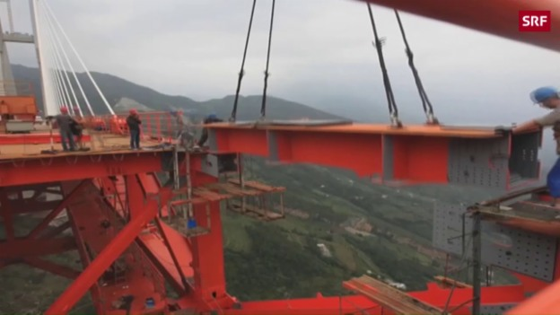 Video «Höchste Brücke der Welt eröffnet» abspielen