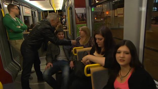 Video «Dani Fohrler im Tram-Zürich-West» abspielen