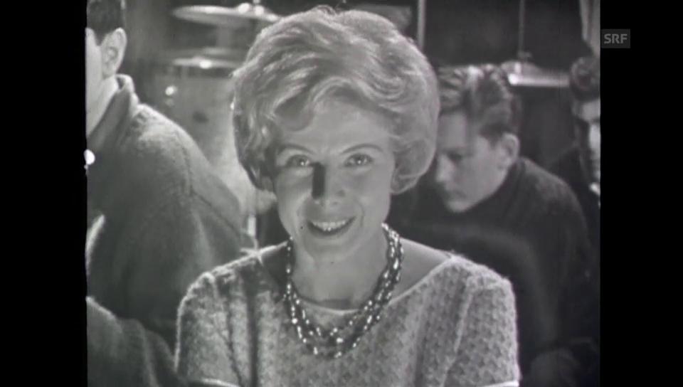 Flavia Schnyder als Ansagerin