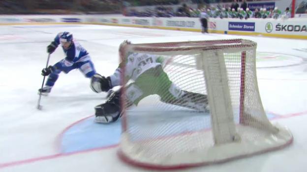 Video «Eishockey: Spengler Cup, Davos-Ufa, Live-Highlights» abspielen