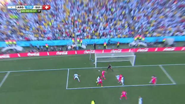 Video «FIFA WM 2014: Dzemailis Pfostenkopfball» abspielen