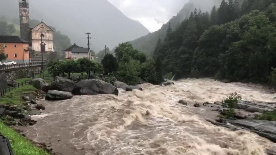Viel Wasser in der Verzasca bei Lavertezzo/TI, 8. Juli, Yves Brechbühler