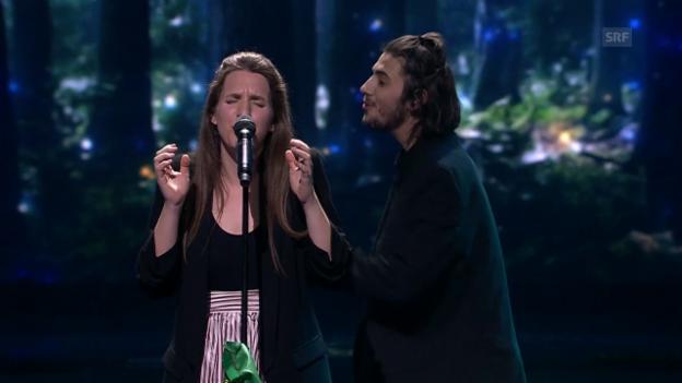 Video «Salvador und Luísa Sobral singen «Amar Pelos Dois»» abspielen
