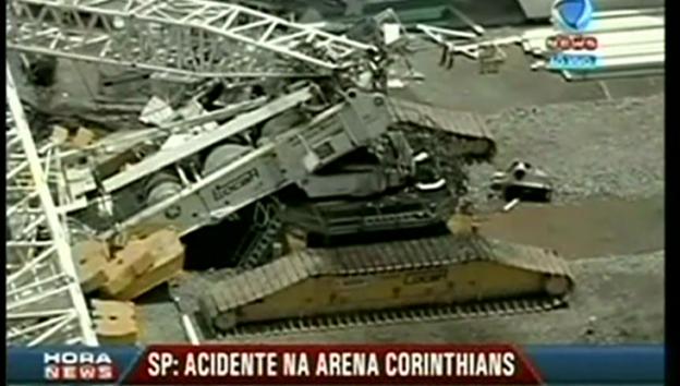 Video «Teile des Stadiondachs stürzten ein (unkommentiert)» abspielen