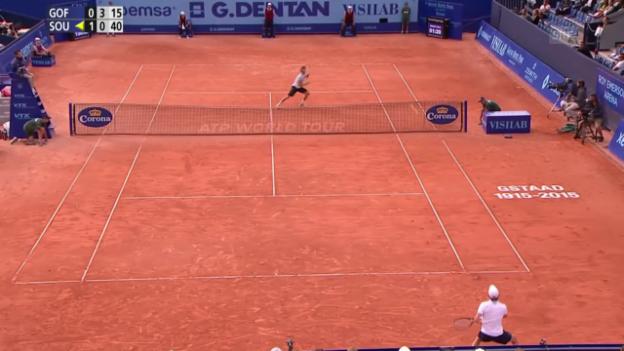 Video «Tennis: ATP 250 Gstaad, Viertelfinal Goffin-Sousa, Ballwechsel 2. Satz» abspielen