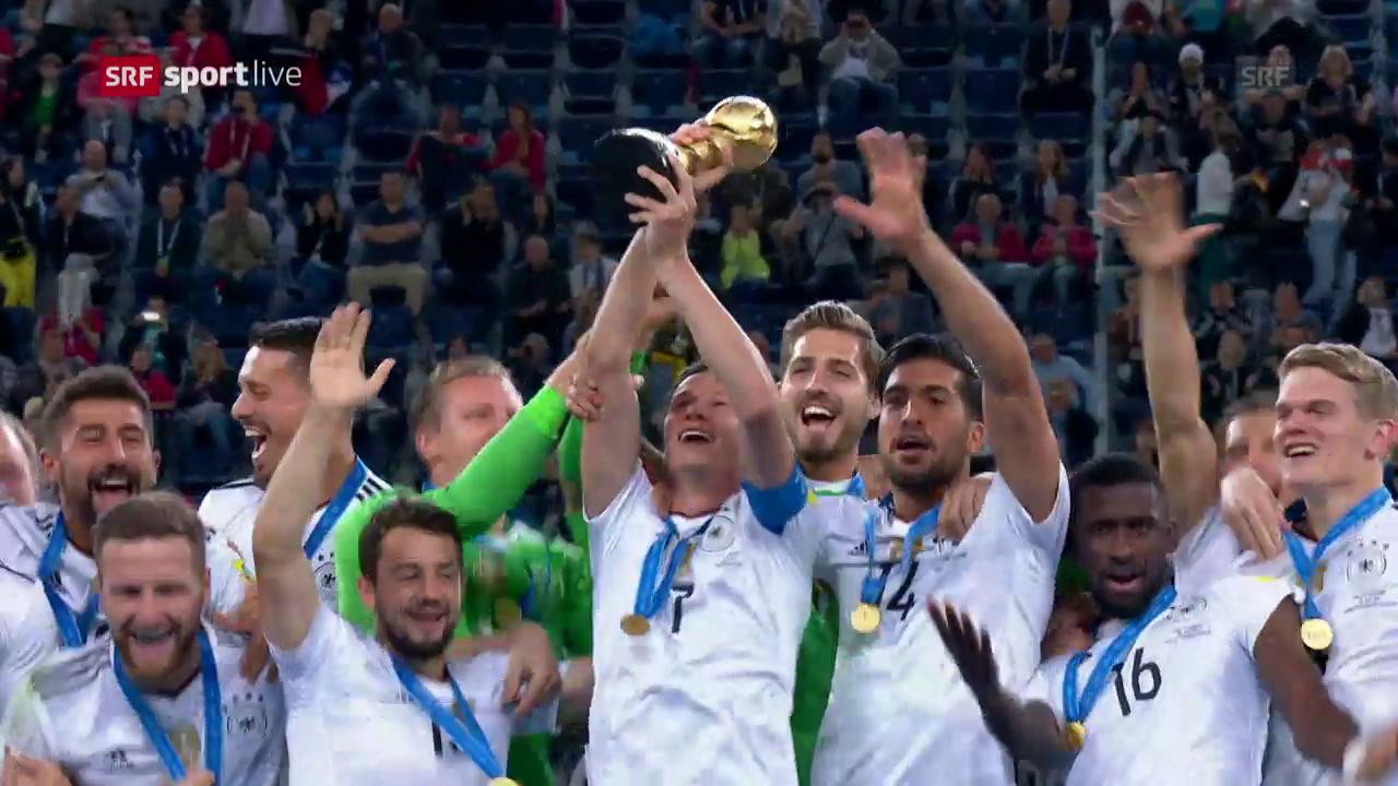 Deutschland darf den Pokal in die Höhe stemmen