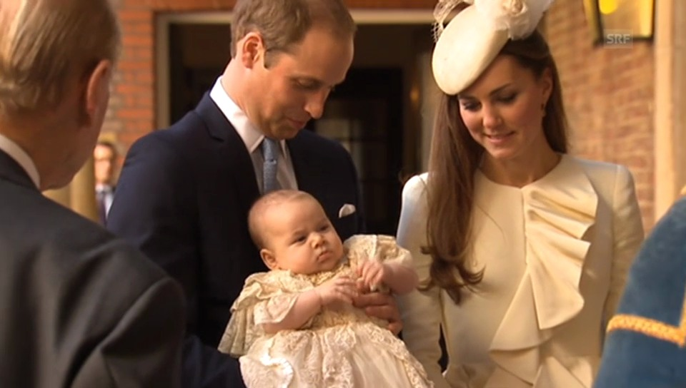 Hier erscheint Prinz George zu seiner Taufe