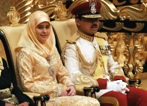 Video «Die Mutter der Prinzessin - Hofnachrichten aus Brunei» abspielen