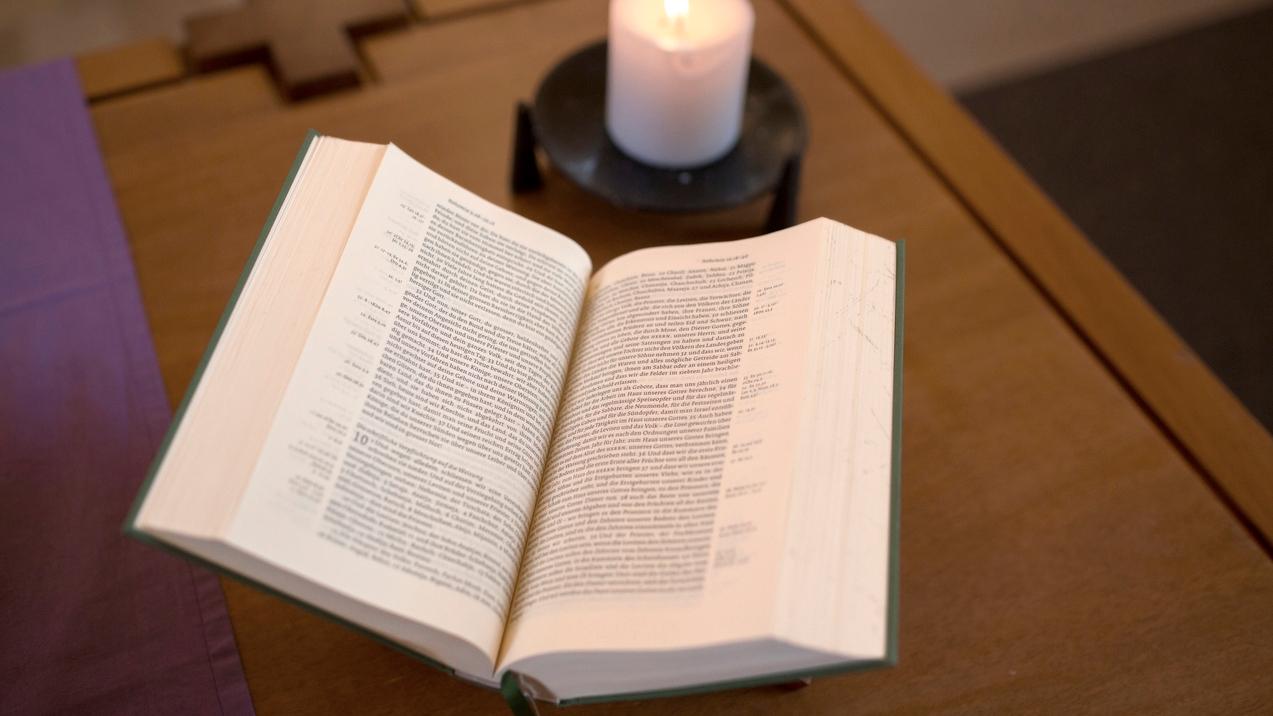 Martin Fontana übersetzt die Bibel ins Rätoromanische