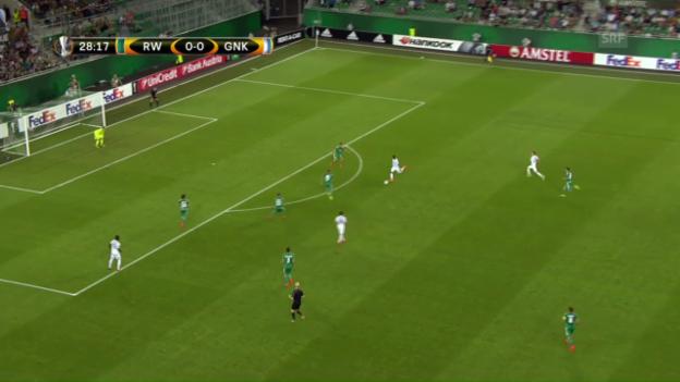 Video «Genks Leon Bailey zimmert den Ball ins Lattenkreuz» abspielen