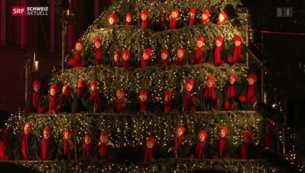 Video «Grosser Auftritt auf «singendem Christbaum»» abspielen