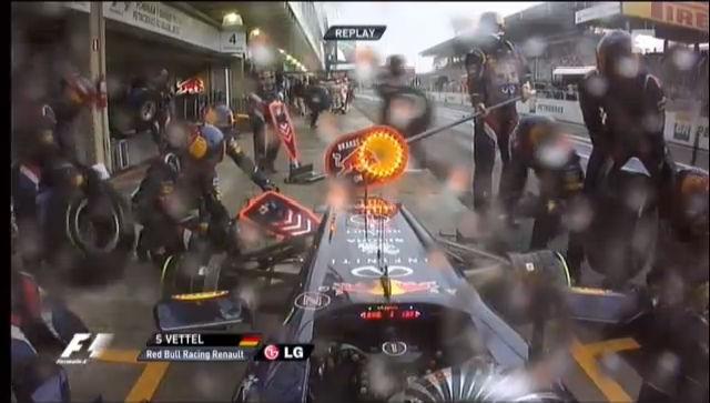 Der schlechte Boxenstopp von der Red-Bull-Crew in der 56. Runde («sportlive»)