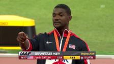 Video «LA: WM 2015, Gatlin bei Siegerehrung 100 m» abspielen