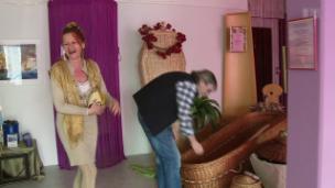 Video «Rhythmus, Rausch und Rampenlicht - Polo Hofers langer Weg» abspielen
