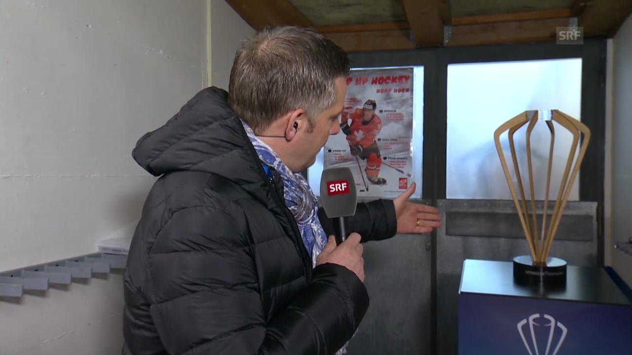 Eishockey: Spengler Cup 2013, Rainer M. Salzgeber mit dem Pokal