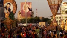 Video «Neujahrs-Parade in Bangkok» abspielen