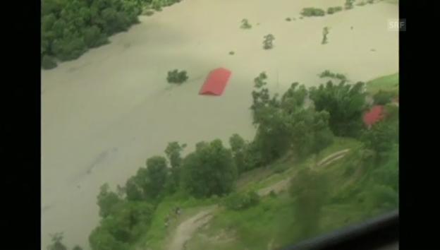 Video «Luftbilder des gestauten Flusses nach Erdrutsch in Nepal» abspielen