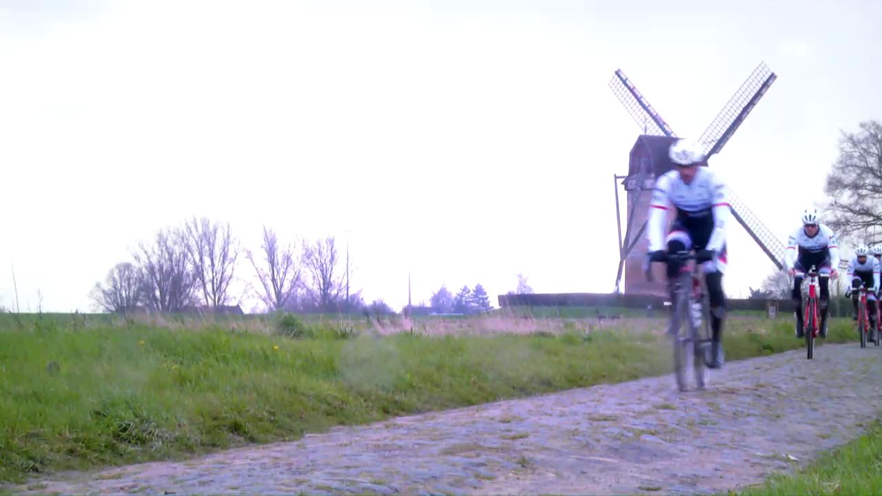 Cancellara trainiert vor dem Klassiker Paris-Roubaix mit seinem Team