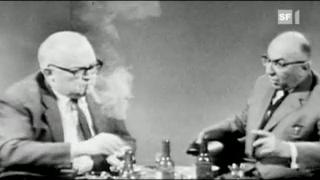 Video «Rauchen war auch im TV akzeptiert: Dürrenmatt verursacht Brand während Literatursendung» abspielen