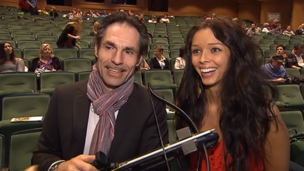 Video «Freddy Nock schiesst Julia Flückigers Apfel ab» abspielen