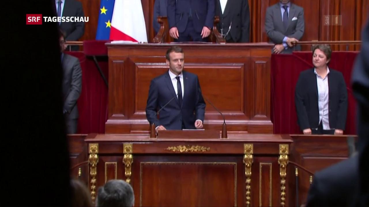 Macron königlich