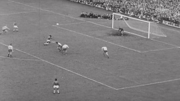 Video «Fussball: WM 1958, Peles Zaubertor im Final gegen Schweden» abspielen