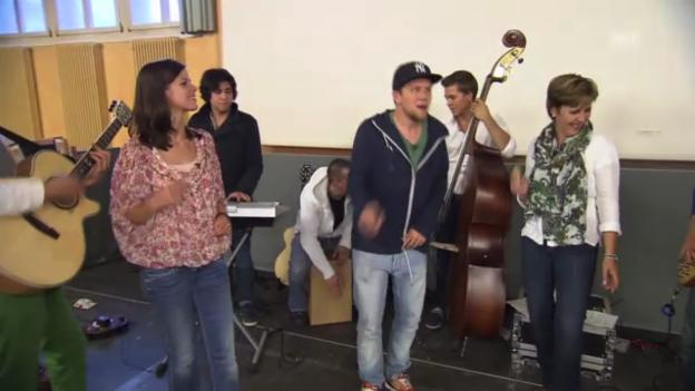 Video «Die erste Begegnung der dritten Art bei «Cover Me» abspielen