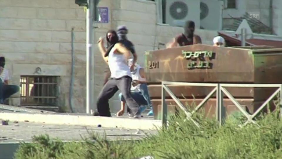 Palästinenser greifen Polizisten und unschuldige Passanten an (unkomm.)