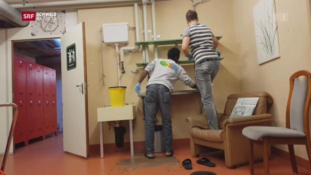 Video «Erste Eindrücke vom Leben mit den Asylsuchenden» abspielen