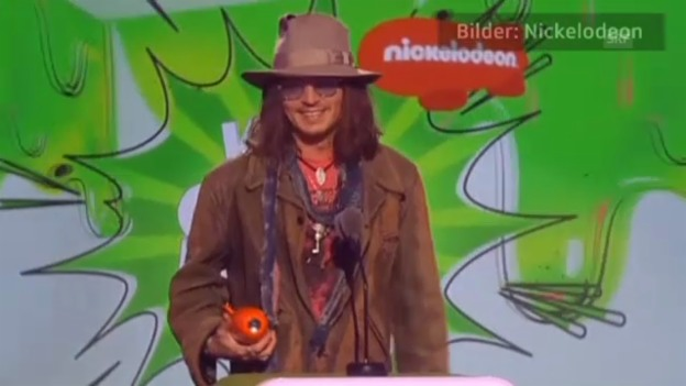 Video «Johnny Depp nimmt Kids Choice Award entgegen» abspielen