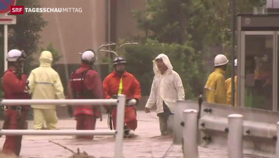Taifun trifft auf Küste Japans