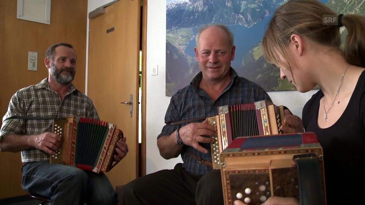 Sepp Gisler musiziert mit Kindern und Freunden