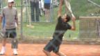 Video «Roger Federer trainiert in der Schweiz» abspielen