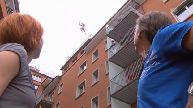 Video «Von Gunten und Stucki auf dem Weg zum Interview» abspielen