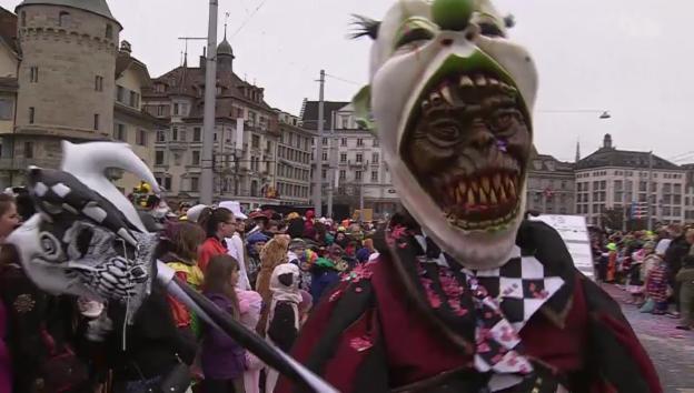 Video «Luzerner Fasnacht 2014: Güdismontag-Umzug» abspielen