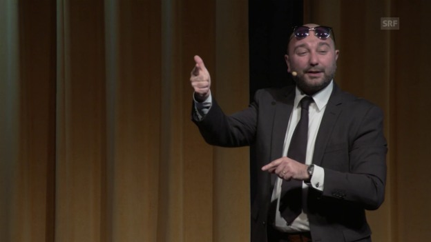 Video «Sergio Sardella über Katzenpfötchen und Tattoos» abspielen