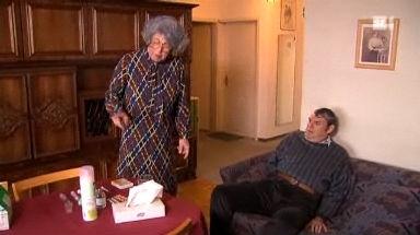 Frau Grütter impft ihren Sohn