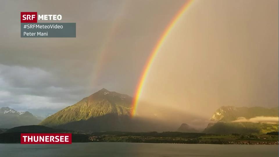 Regenbogen über dem Thunersee.