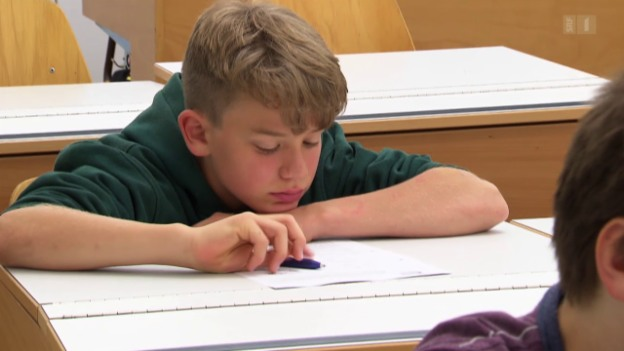 Video «Früher Unterrichtsbeginn - Müde Schüler lernen schlechter» abspielen