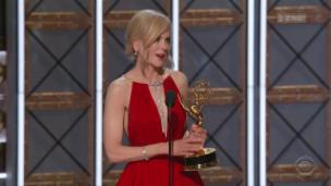 Video «Emmys: Nicole Kidman räumt ab» abspielen