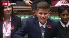 Link öffnet eine Lightbox. Video Dreikäsehoch mischt britisches Parlament auf abspielen